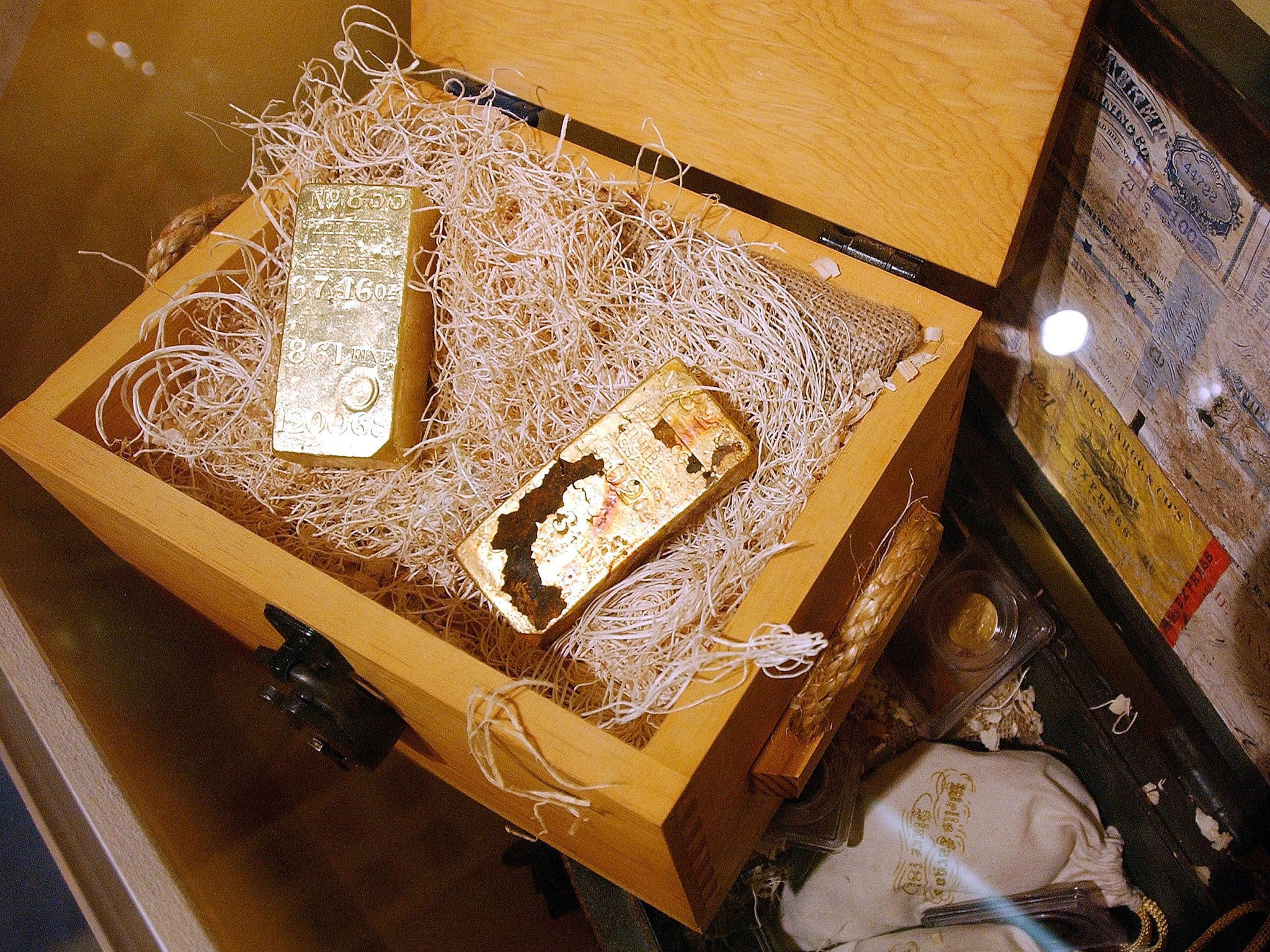 Gold Bars Go On Sale At The Royal Mint The Independent