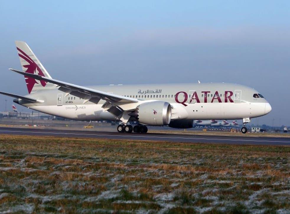 A Qatar Airways 787 Dreamliner arriving at Heathrow Airport