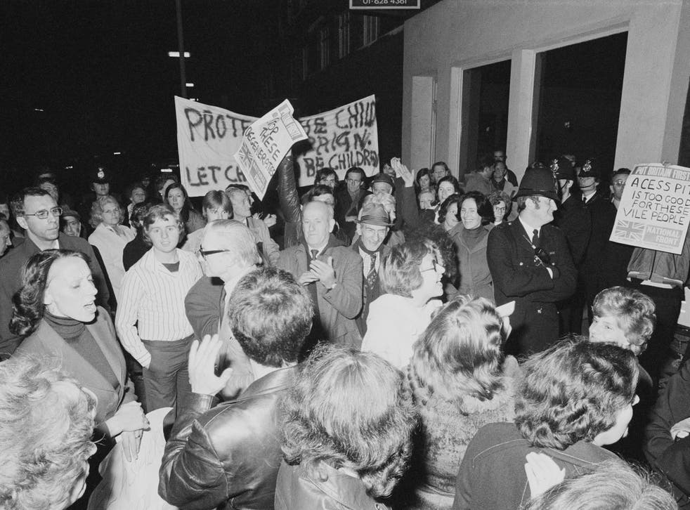 Protestors and police clash as the Paedophile Information Exchange (PIE) holds its first open meeting in London, 1977 (Getty)