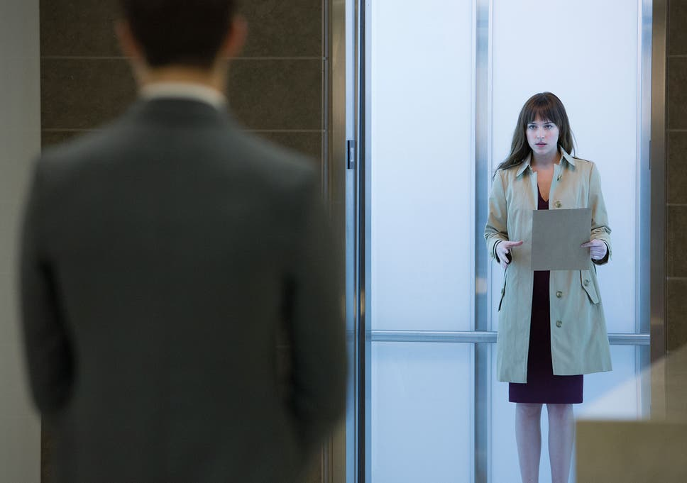 79b38979 Anastasia Steele with Christian Grey in his offices in Fifty Shades of Grey