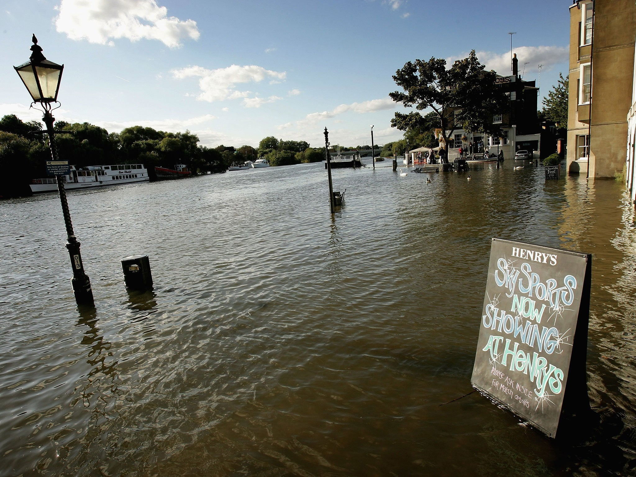 Worksheet. London flood risk Map shows areas of the capital most in danger