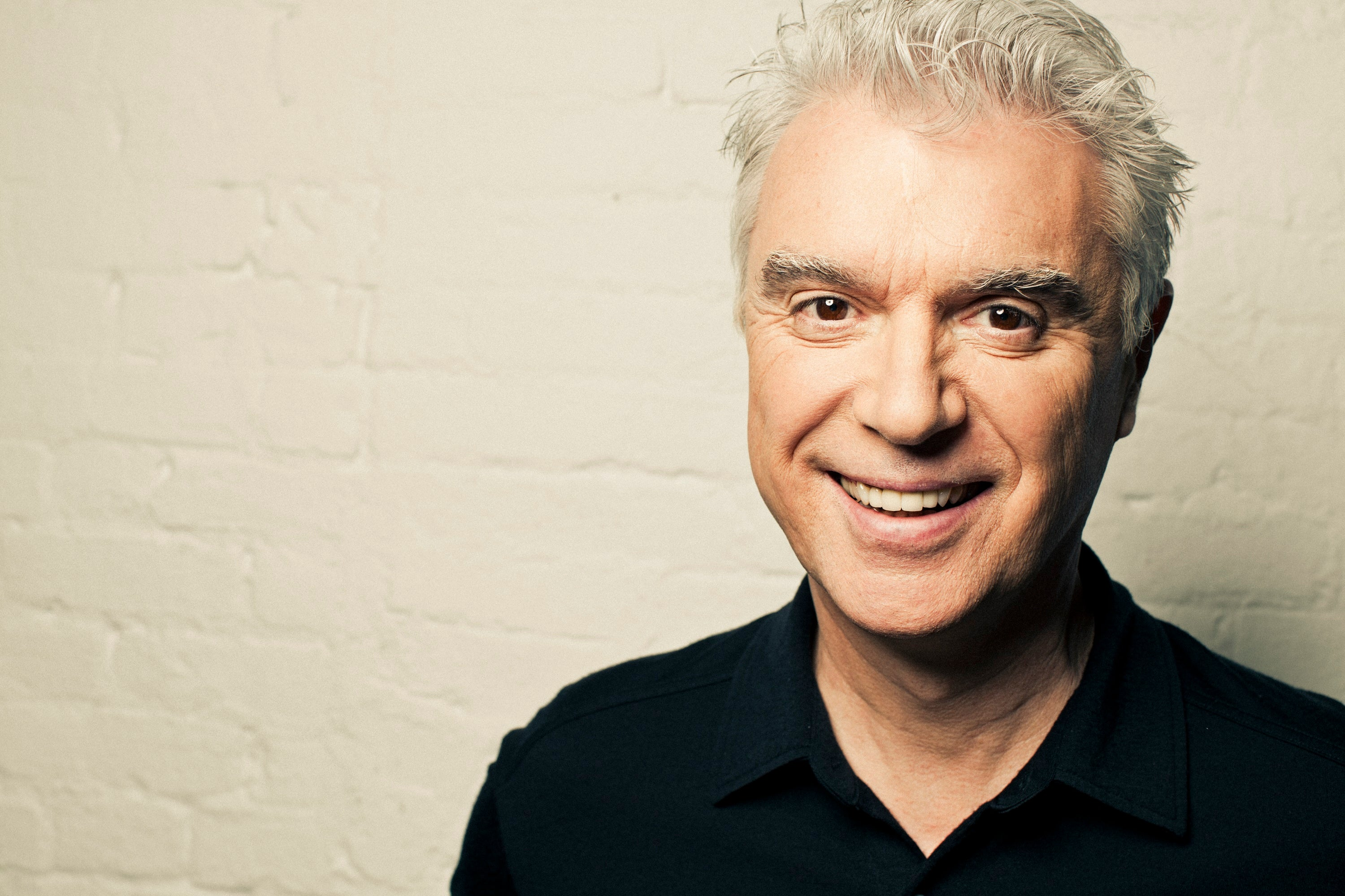 Tips: David Byrne, 2017s dressy hair style of the cool talented  musician
