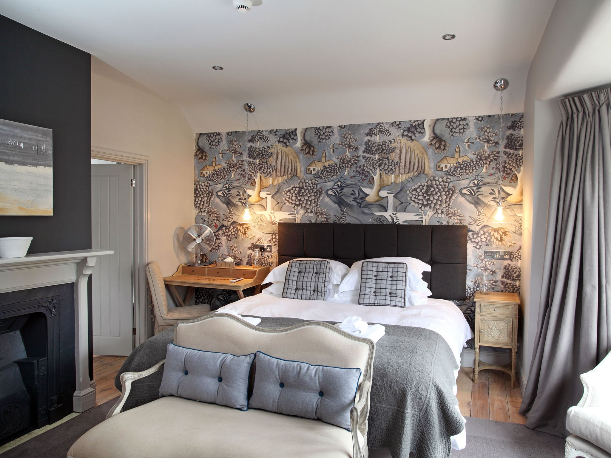 No 33 hunstanton norfolk a stylish coastal getaway the for Boutique room design