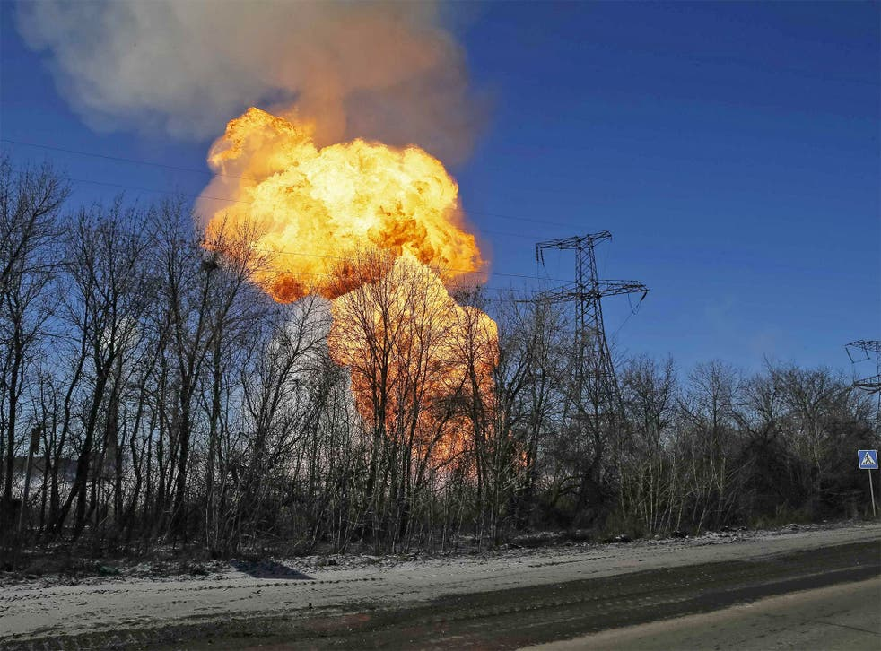 A gas pipe explosion caused by shelling near Debaltseve