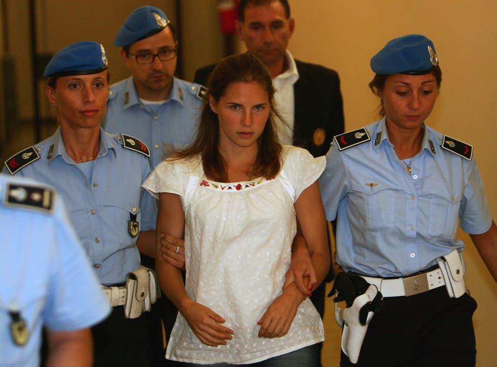 Amanda Knox arriving at court in 2008