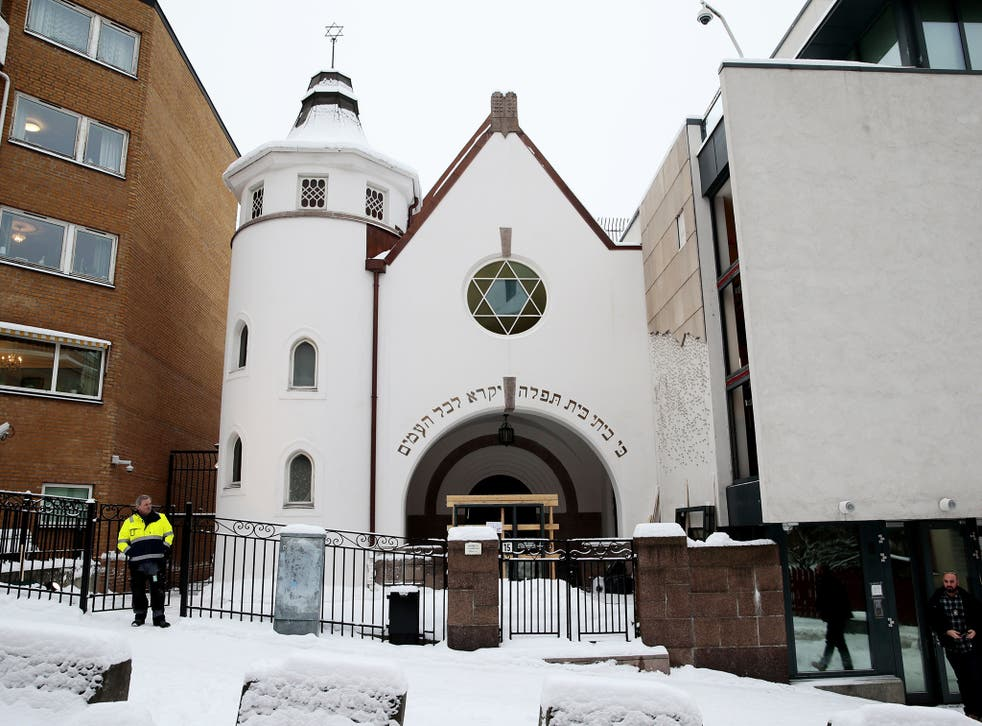 Organisers expect more than 2,000 people to surround the synagogue