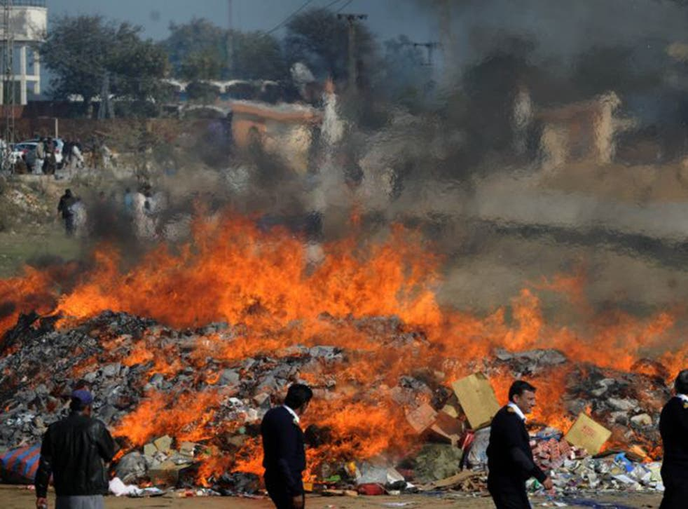 Pakistani customs burn illegal drugs hauls