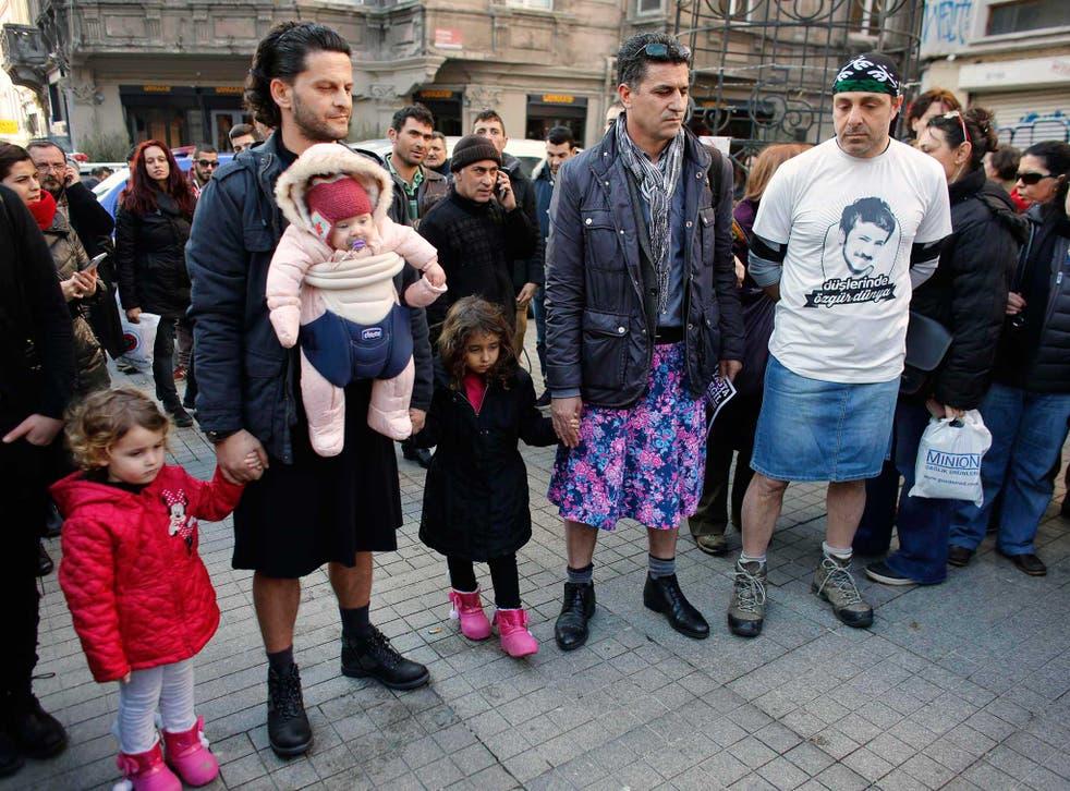 Men protesting in Istanbul after Ozgecan Aslan's death