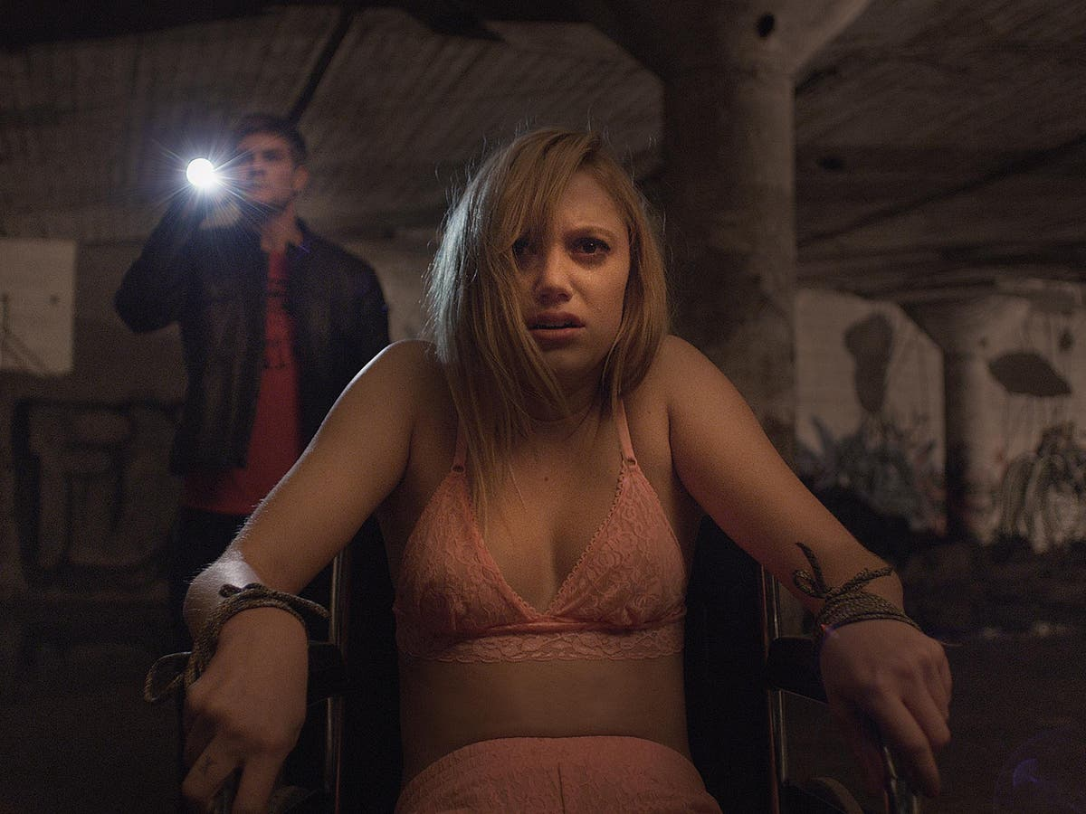 It Follows, film review: A tense teen horror that gets under the skin | The  Independent | The Independent