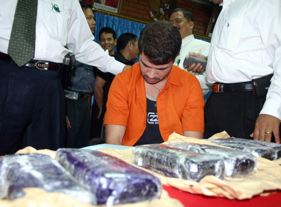Brazilian Rodrigo Gularte with seized six kilograms of cocaine after his arrest in 2004