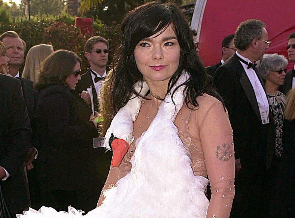 Bjork on the red carpet of the 2001 Academy Awards
