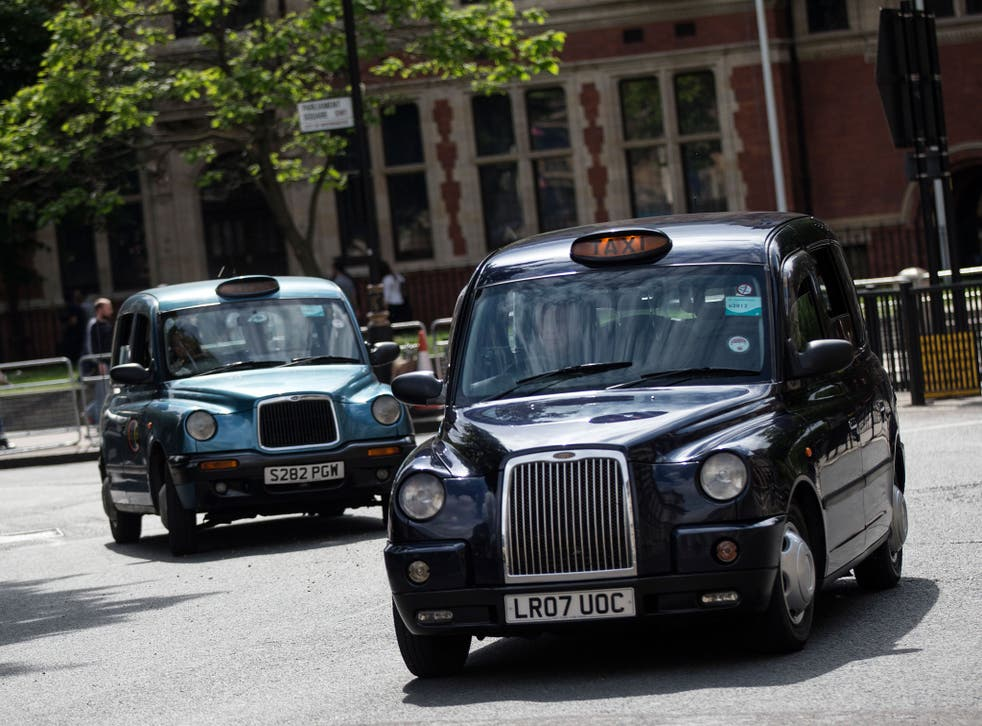 Black cab drivers will receive a discount on a new electric taxi