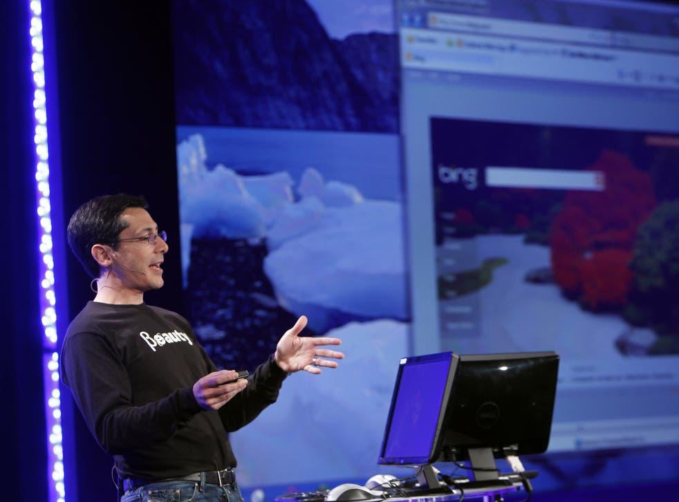 Microsoft Corp Vice President of Internet Explorer Dean Hachamovitch demonstrates Microsoft Internet Explorer 9 Beta version in San Francisco, California September 15, 2010