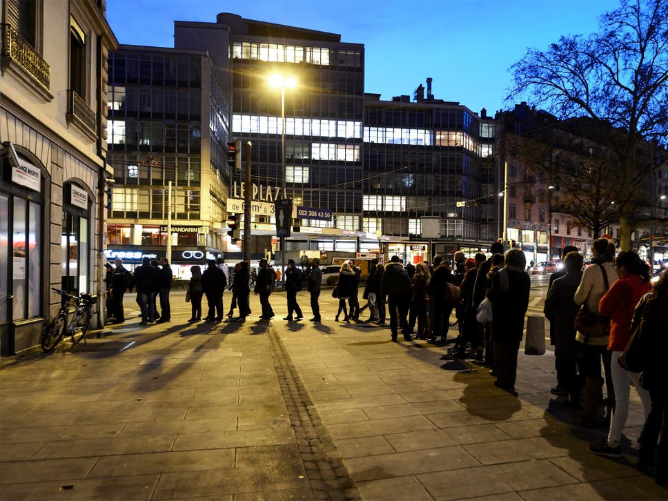 How could a teacher on 18000pa lose 280000 spread betting the people queue at a currency exchange office in geneva on 15 january after the shock fandeluxe Image collections