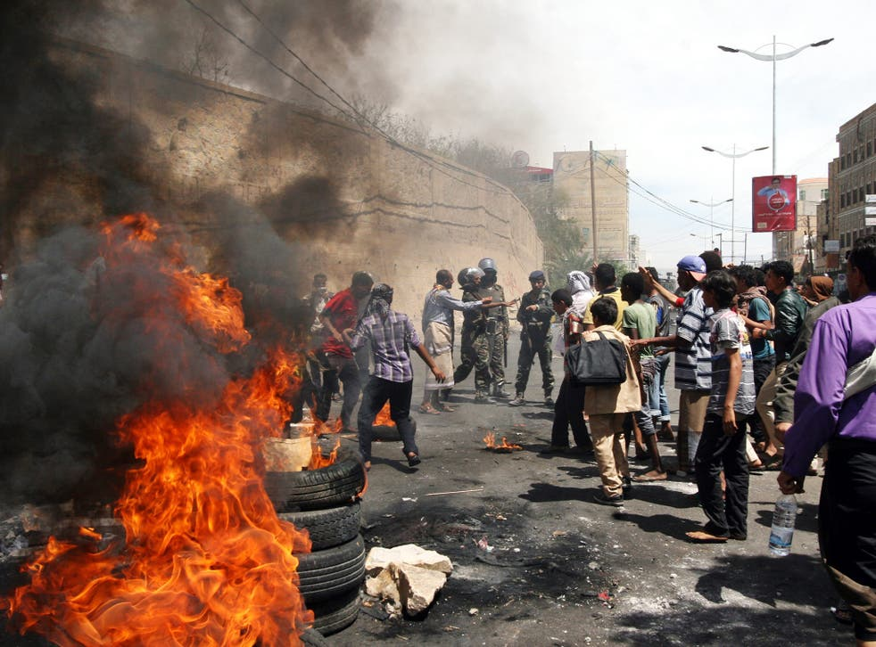 Yemeni demonstrators clashed on the streets following a protest against the Houthi takeover of several state facilities in the central city of Taiz, Yemen
