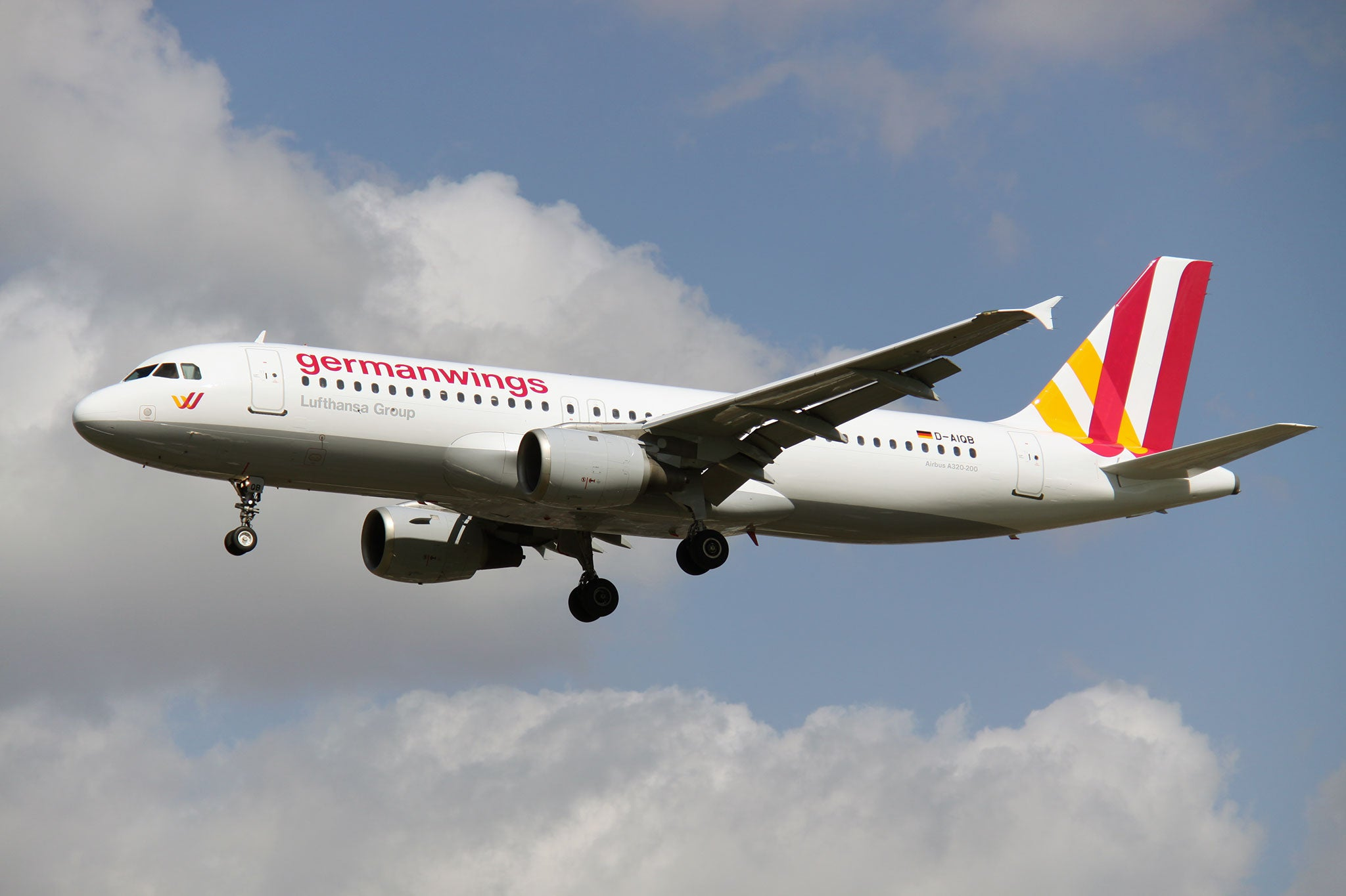 germanwings tweets news of airbus a320 crash in french alps airline