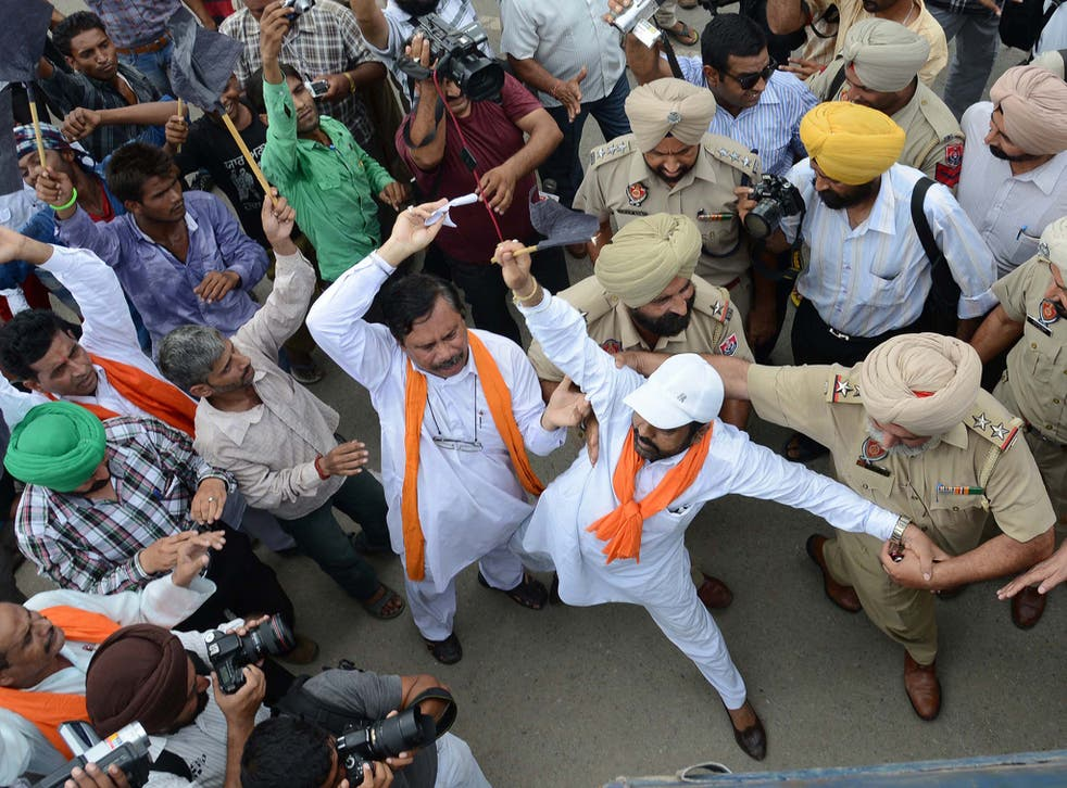 Duel in the crown: India is experiencing growing unrest, often fomented by reactionary Hindus in the Shiv Sena party