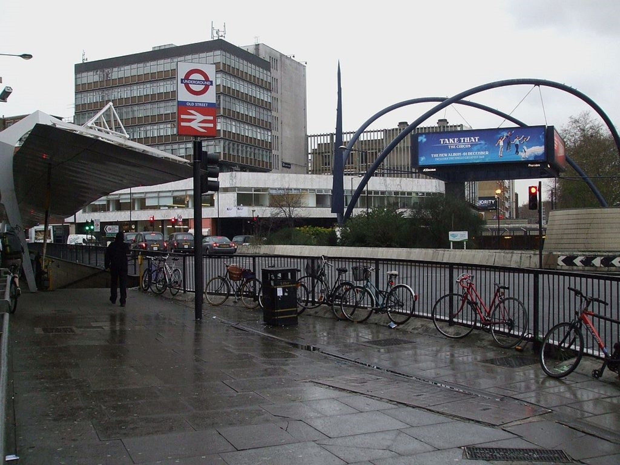 Man dies trying to save his brother from oncoming tube for Classic house old street london