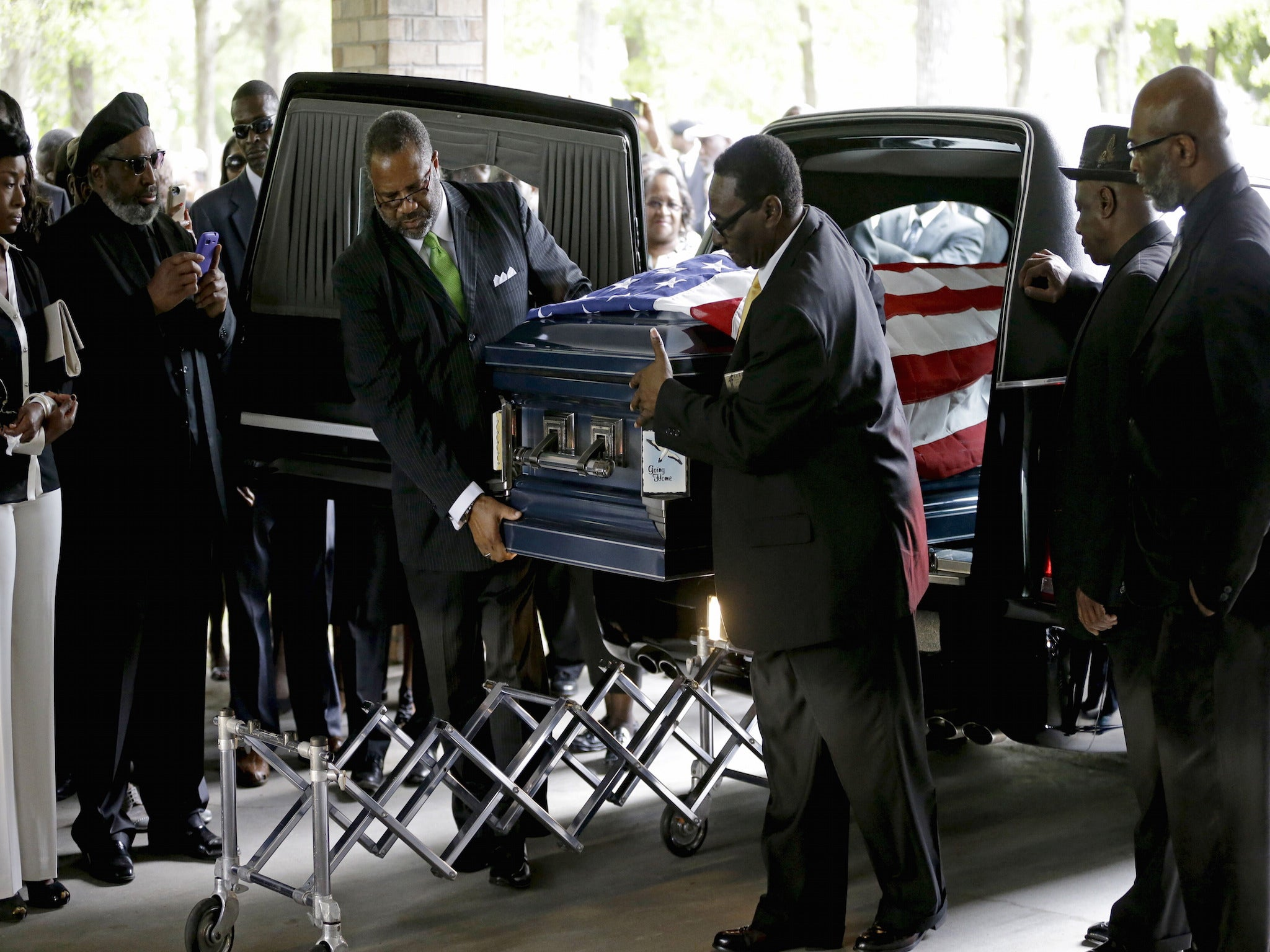 Walter Scott Shooting >> Walter Scott shooting: Killing was motivated by 'overt racism', mourners at funeral told | The ...
