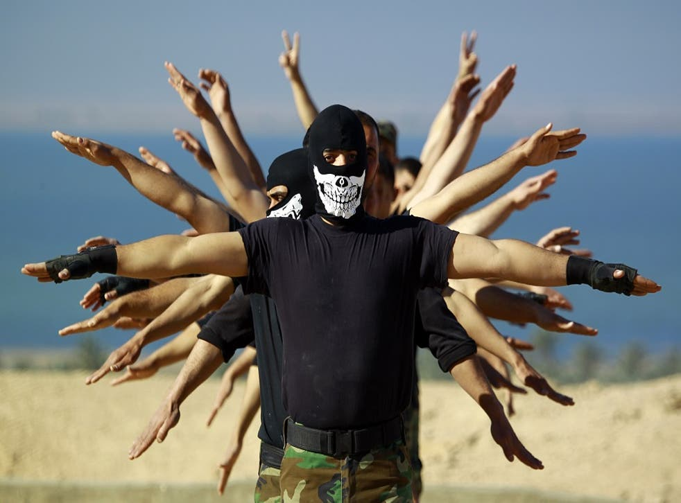 Fighters from the Iraqi Imam Ali Brigade take part in a training exercise in Najaf, Iraq