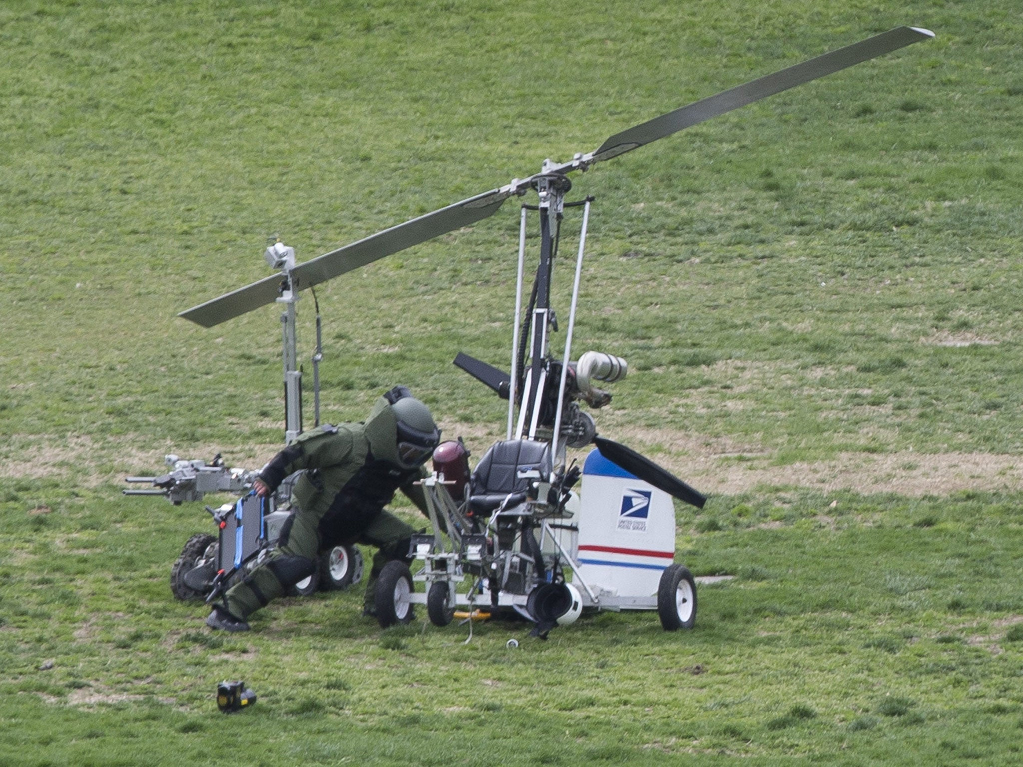 Gyrocopter: Postman lands 'copter on Capitol Hill lawn to ...