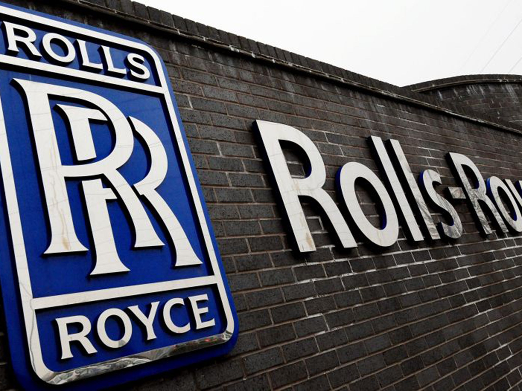 Rolls-Royce lands £6bn engine deal as Emirates turns away ...