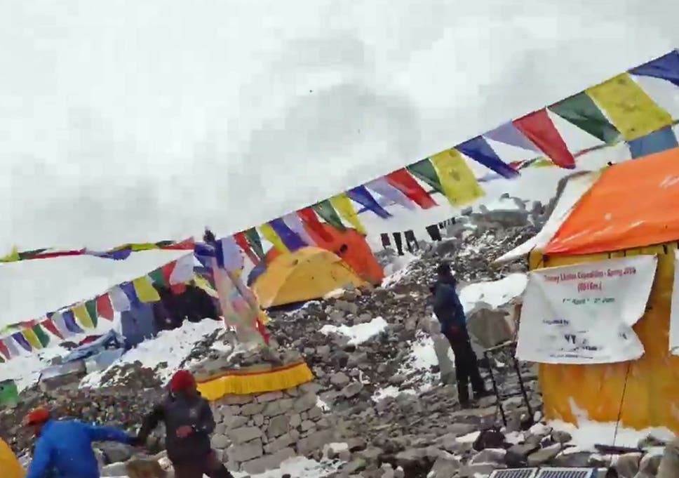 Nepal earthquake video: Terrifying footage shows moment avalanche