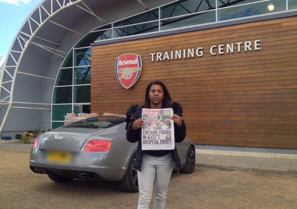 Ainsley Maitland-Niles mother takes photo at Arsenal