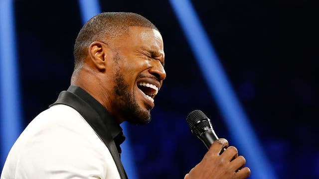Jamie Foxx sings the American national anthem before the start of the fight