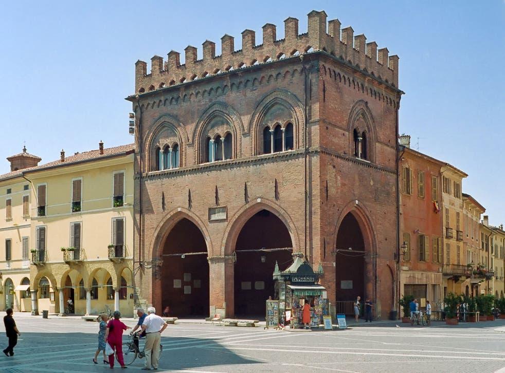 La Loggia dei Militi, where the 'Statue of the two Hercules' sits
