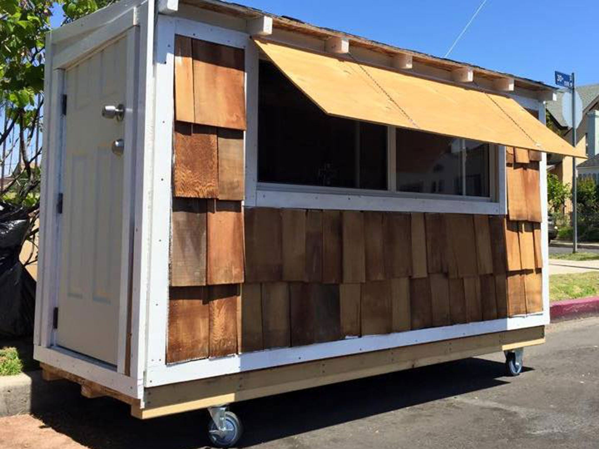California man Elvis Summers builds tiny home on wheels for