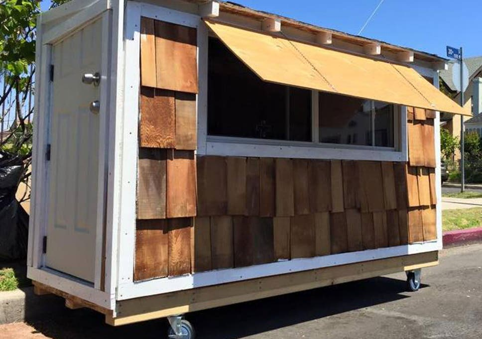 California man Elvis Summers builds tiny home on wheels for homeless on