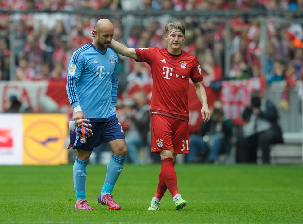 Pepe Reina is sent-off for Bayern Munich