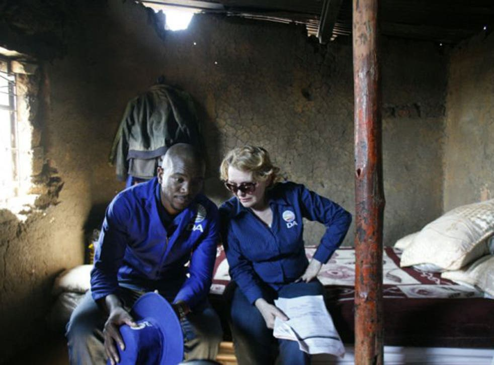 Maimane Musi and Helen Zille during a visit to an Orange Farm township (Gallo Images)