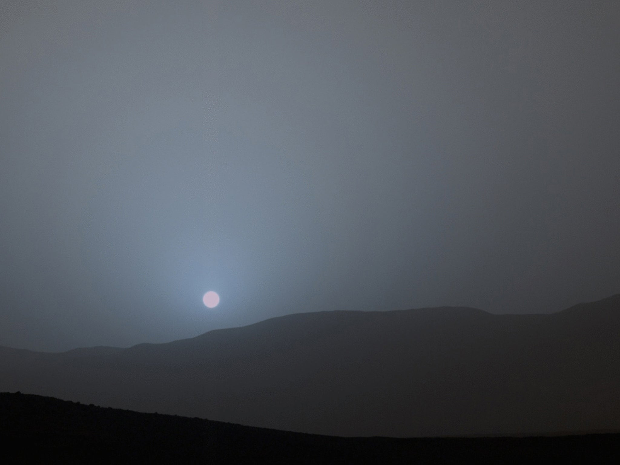 Sunset on Mars: Curiosity rover snaps first colour ...