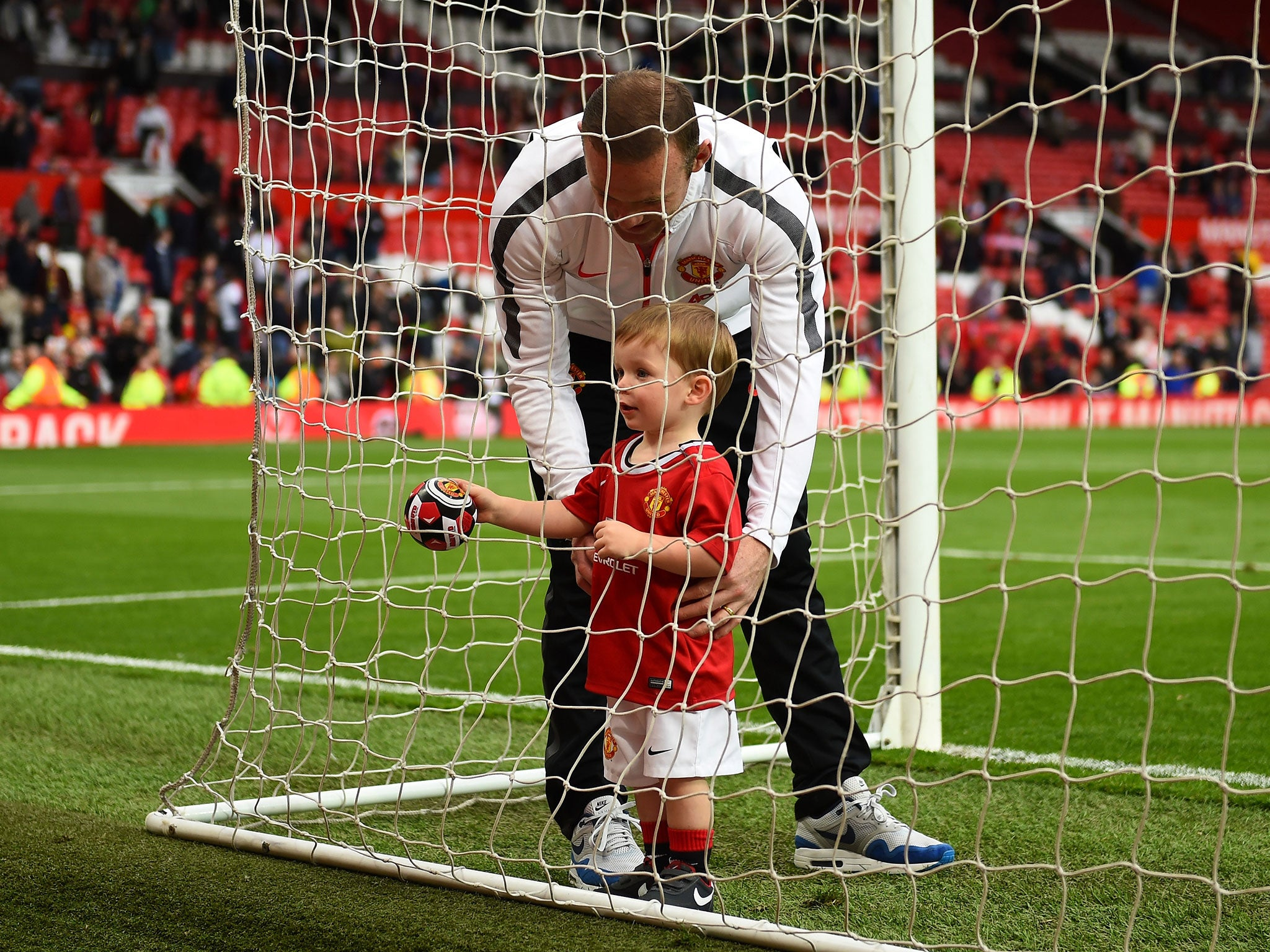 Old Trafford erupts after Wayne Rooney's one-year-old son Klay puts the ball in the net - video