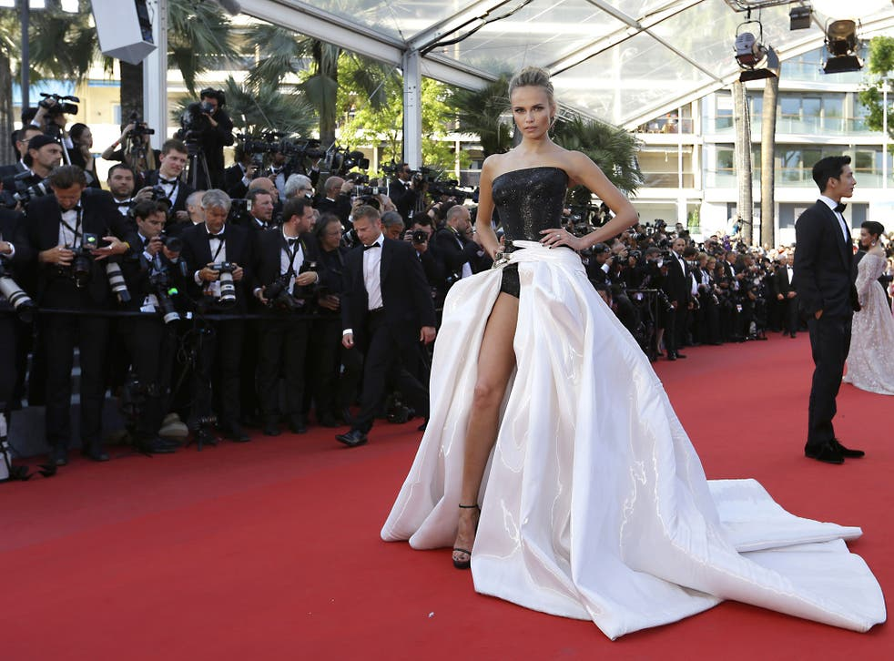 Natasha Poly shows she's wearing heels upon arrival for the screening of the film Carol at Cannes, 17 May 2015 (AP)