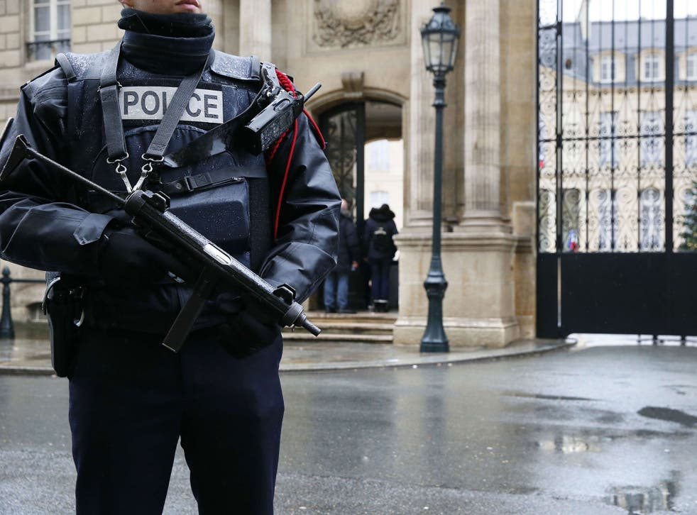 A policeman stands guard in front of the Elysee Palace the day after the shooting at the Paris offices of weekly satirical newspaper Charlie Hebdo, 8 Jan 2015