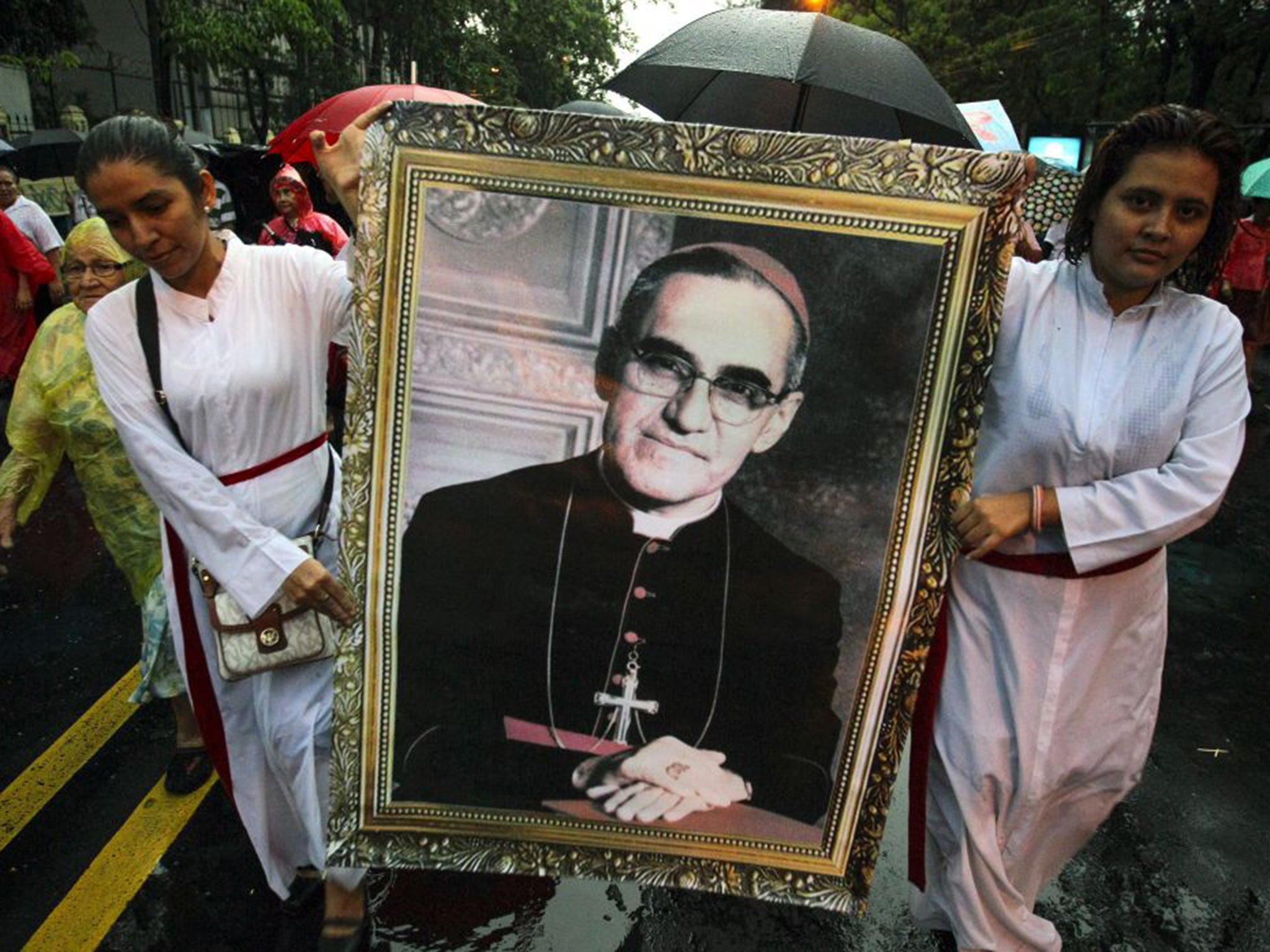 Assassinated Archbishop Oscar Romero cleared for sainthood by Pope Francis, says Vatican