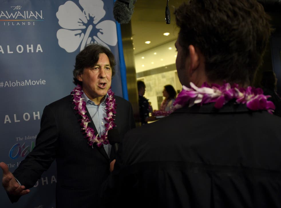 Cameron Crowe wearing floral necklaces at the Aloha premiere