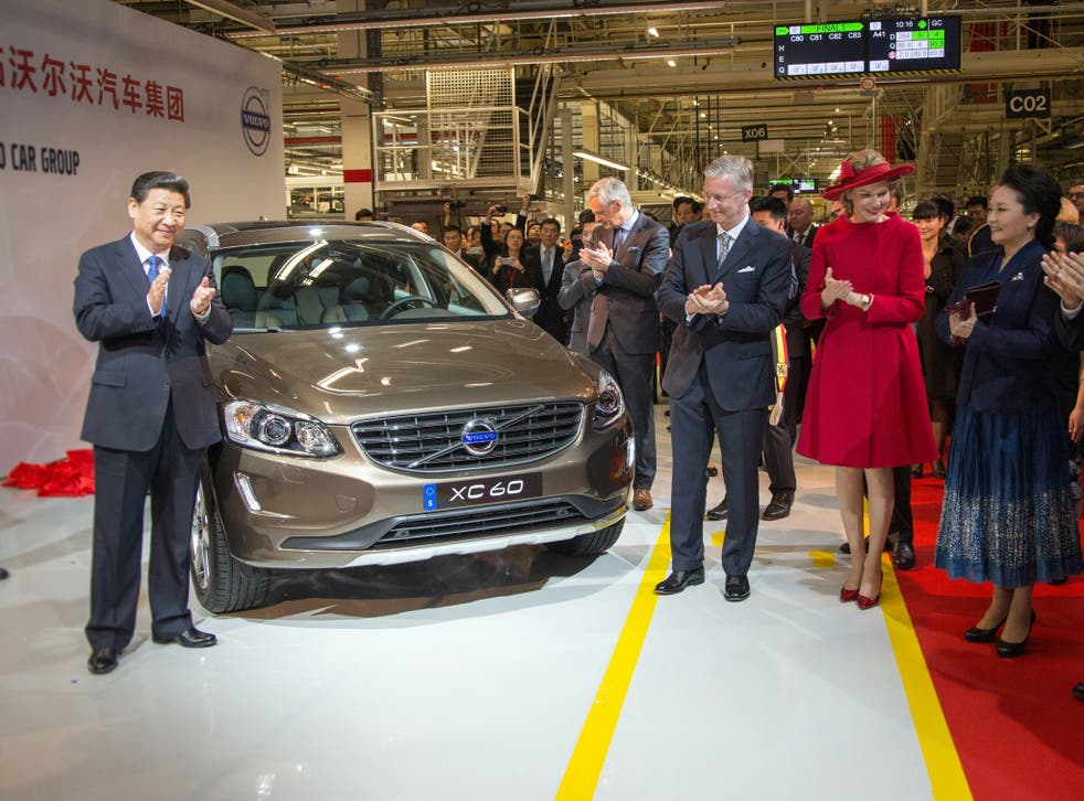 Chinese President Xi Jinping, Flemish Minister-President Kris Peeters, King Philippe of Belgium, Queen Mathilde of Belgium and Peng Liyuan, wife of the Chinese President, applaud after the unveiling of a Volvo XC60 during a visit to car manufacturer Volvo