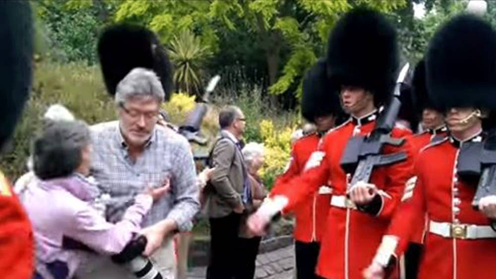 07d482362a0 Moment a Queen s Guard soldier lost it and drew his gun at annoying ...