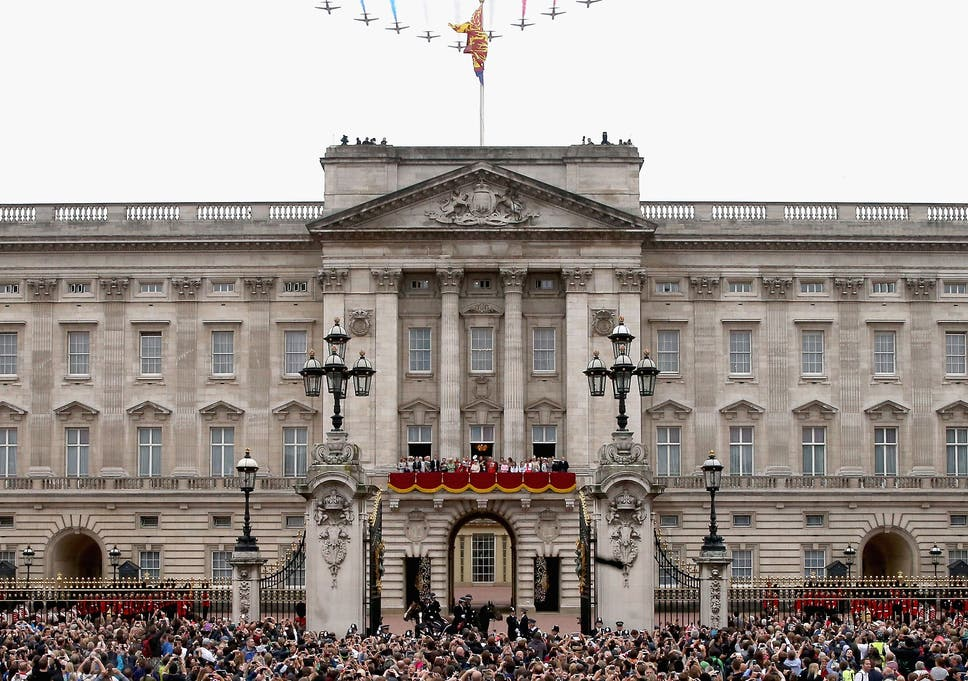 queen may be forced out of buckingham palace during building s