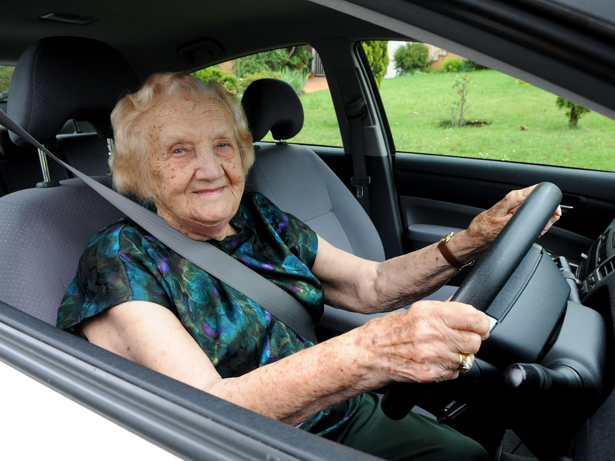 britains oldest driving instructor - HD2048×1536