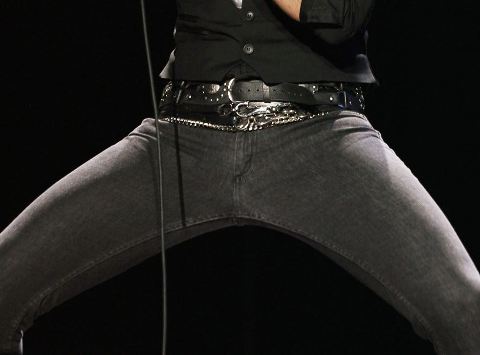 Experts are warning that skinny jeans can cause muscle and nerve damage to wearers' legs