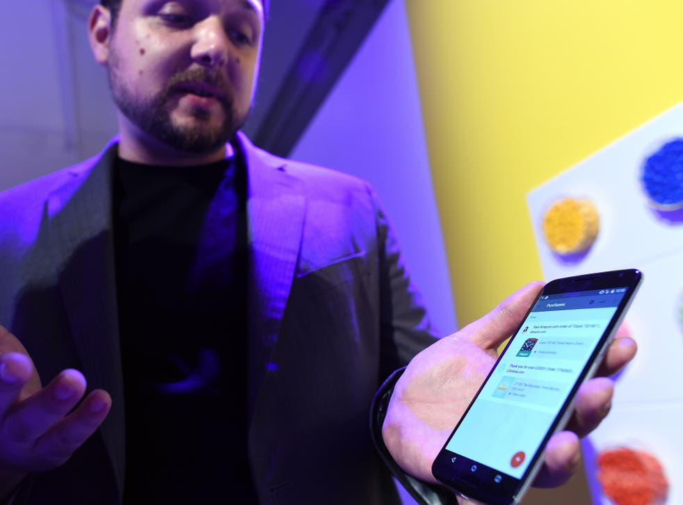 Google's lead designer for 'Inbox by Gmail' Jason Cornwell shows the app's functionalities on a nexus 6 android phone during a media preview in New York on October 29, 2014