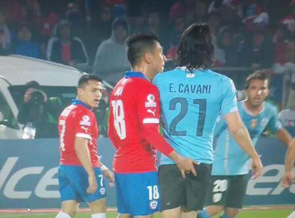 Gonzalo Jara pokes Edinson Cavani in his bottom