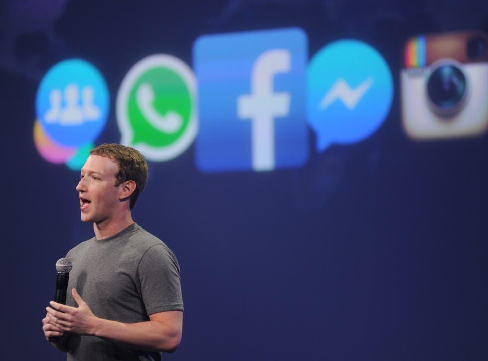 El CEO de Facebook, Mark Zuckerberg, habla en la cumbre F8 en San Francisco, California, el 25 de marzo de 2015. Zuckerberg presentó una nueva plataforma de mensajería en el evento.