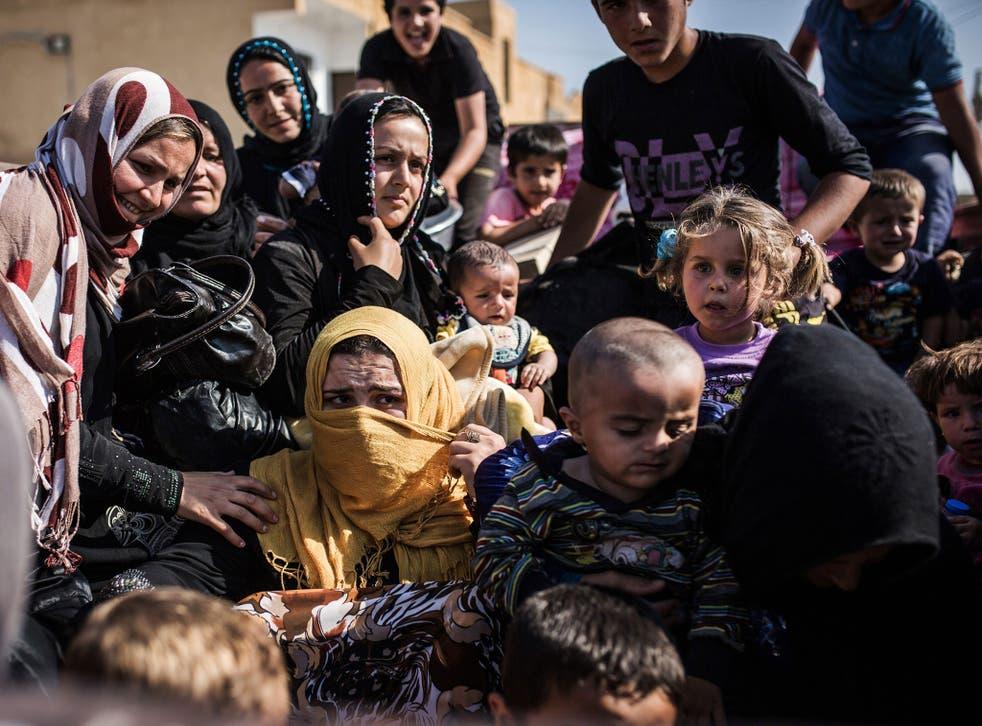 Syrian refugees cross the Syria-Turkey border on June 22, 2015