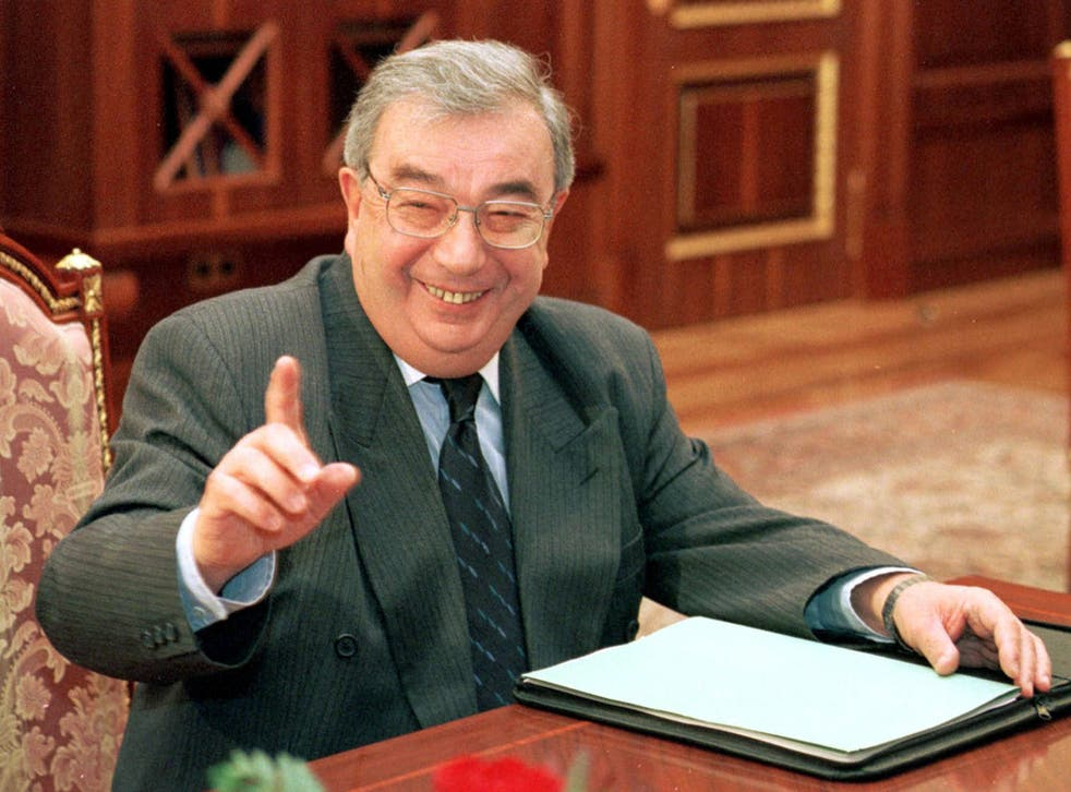 Primakov meets the press at the Kremlin in 1998; he told John Le Carré that he identified with the character of George Smiley